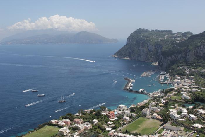 Vedere aeriană asupra portului și a peninsulei Sorento