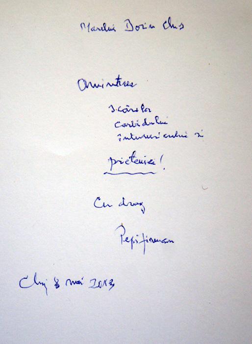 """Autograful de pe cartea """"Abecedarul peșterii"""". La 88 de ani scrisul e tremurat, dar spiritul e viu."""