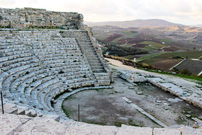 Amfiteatru, dar suntem doar o trupa de amatori