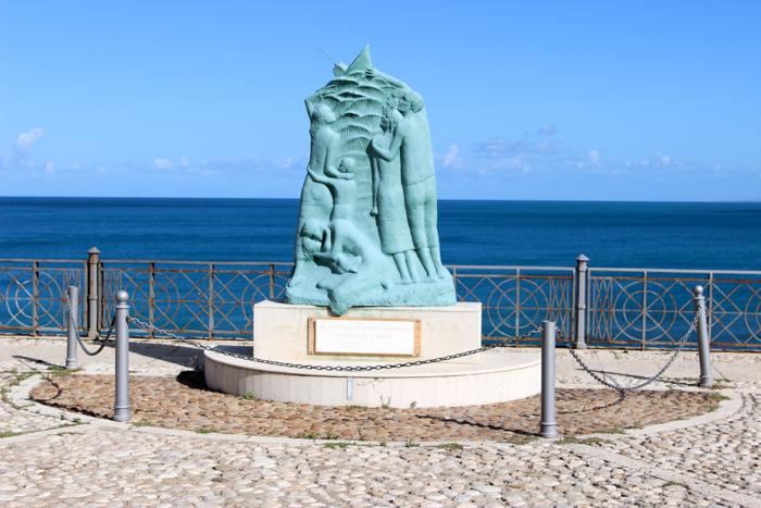 Monumentul de pe esplanadă